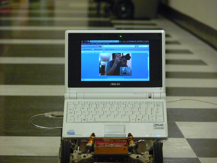 An image of the front of the car with the Asus Eeepc 701 mounted on it